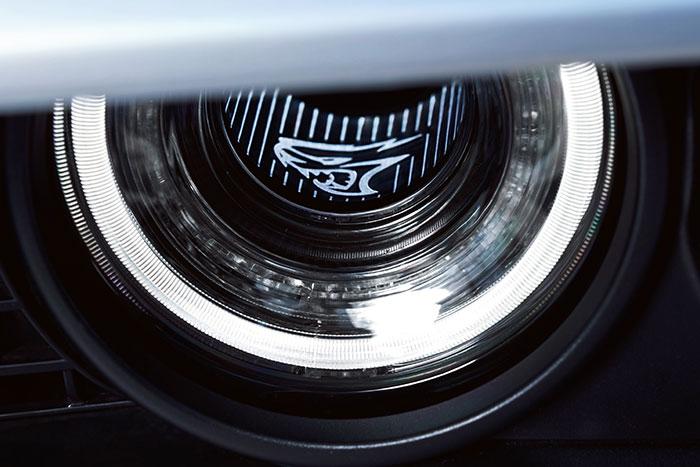 Front headlamps light 2019 Dodge Challenger